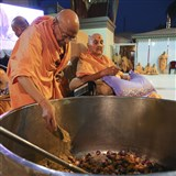 As a part of re-creating Shakotsav, Swamishri observes Pujya Tyagvallabh Swami preparing vegetables for cooking