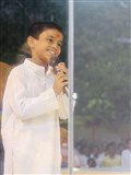 A child performs before Swamishri