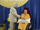 Dr. Kalam presents his book 'Transcendence - My Spiritual Experiences with Pramukh Swamiji' to Swamishri
