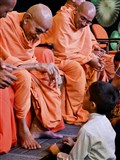 Pujya Mahant Swami blesses a child