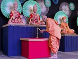Pujya Mahant Swami lights inaugural lamp for Shibir
