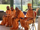 Pujya Mahant Swami delivers a discourse in dabra utsav