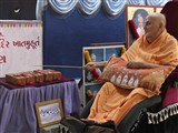 Swamishri sanctifies bricks for new mandir construction at Ubharan