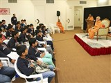 Pujya Mahant Swami addresses the shibir