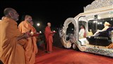 Sadhus and Pujya Swami Satyamitranand Giriji perform arti of Thakorji