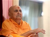 Swamishri greets all with 'Jai Swaminarayan'