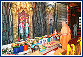 Swamishri Commemorates the 100th Patotsav of Bochasan Mandir