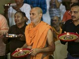 Pujya Viveksagar Swami and devotees perform arti of Thakorji