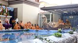 Swamishri arrives for Jal Jhilani celebration assembly