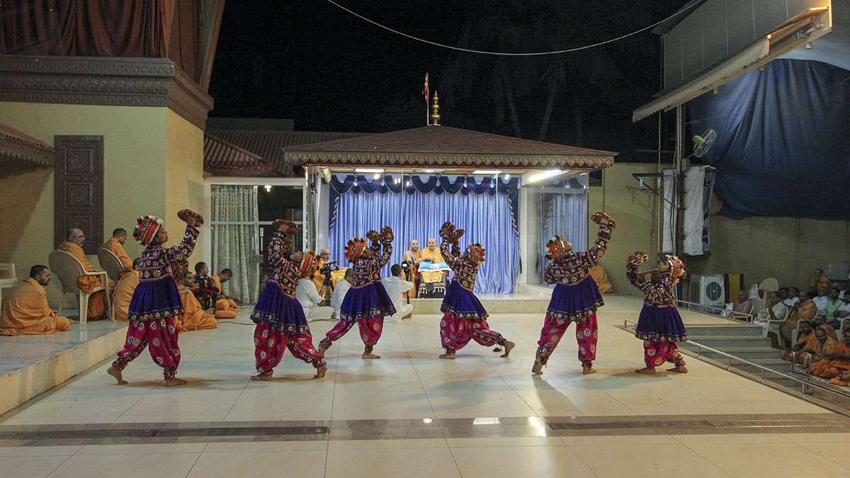 Cultural dance performance by children from the Mumbai Bal Mandal