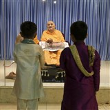 BAPS children from Nadiad prays before Swamishri