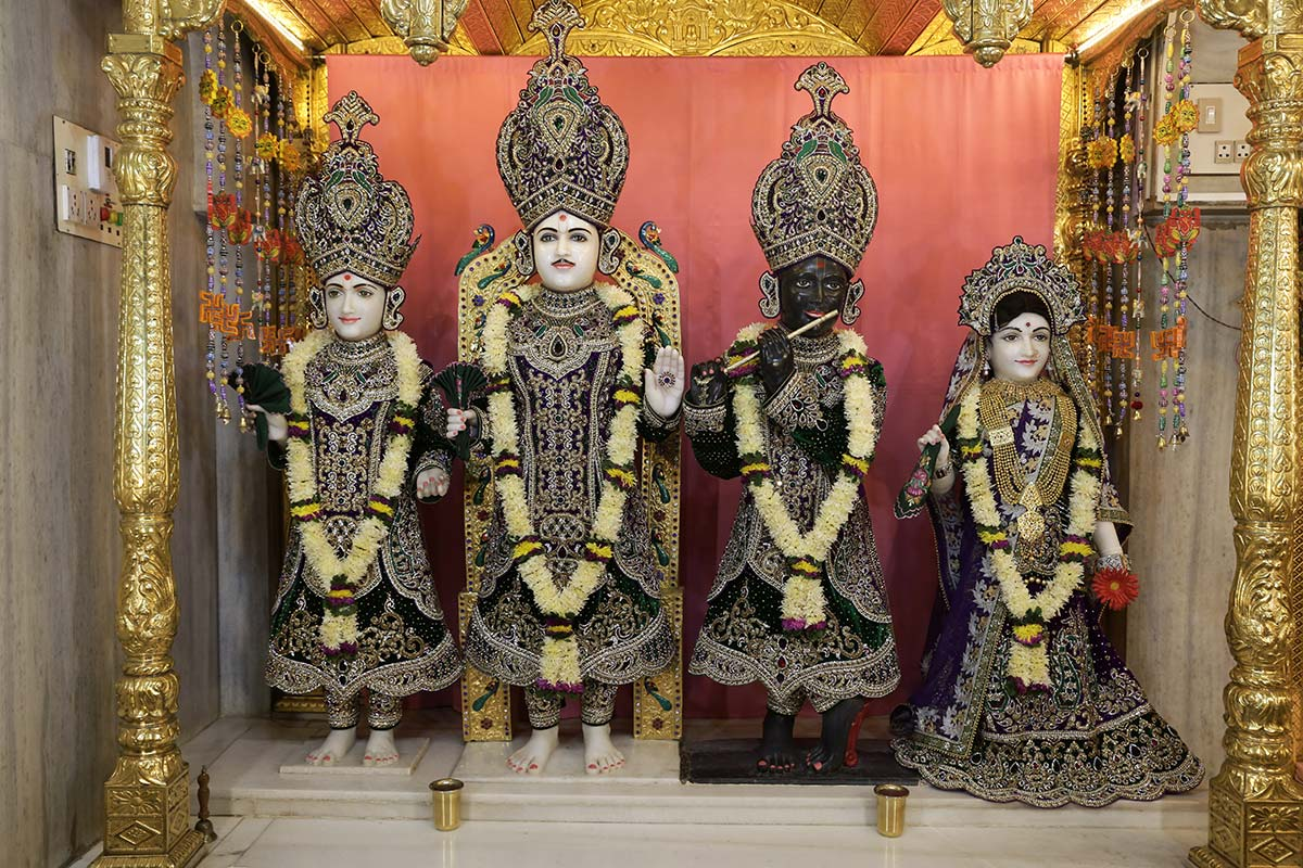 Shri Varninath Maharaj and Shri Gopinath Dev