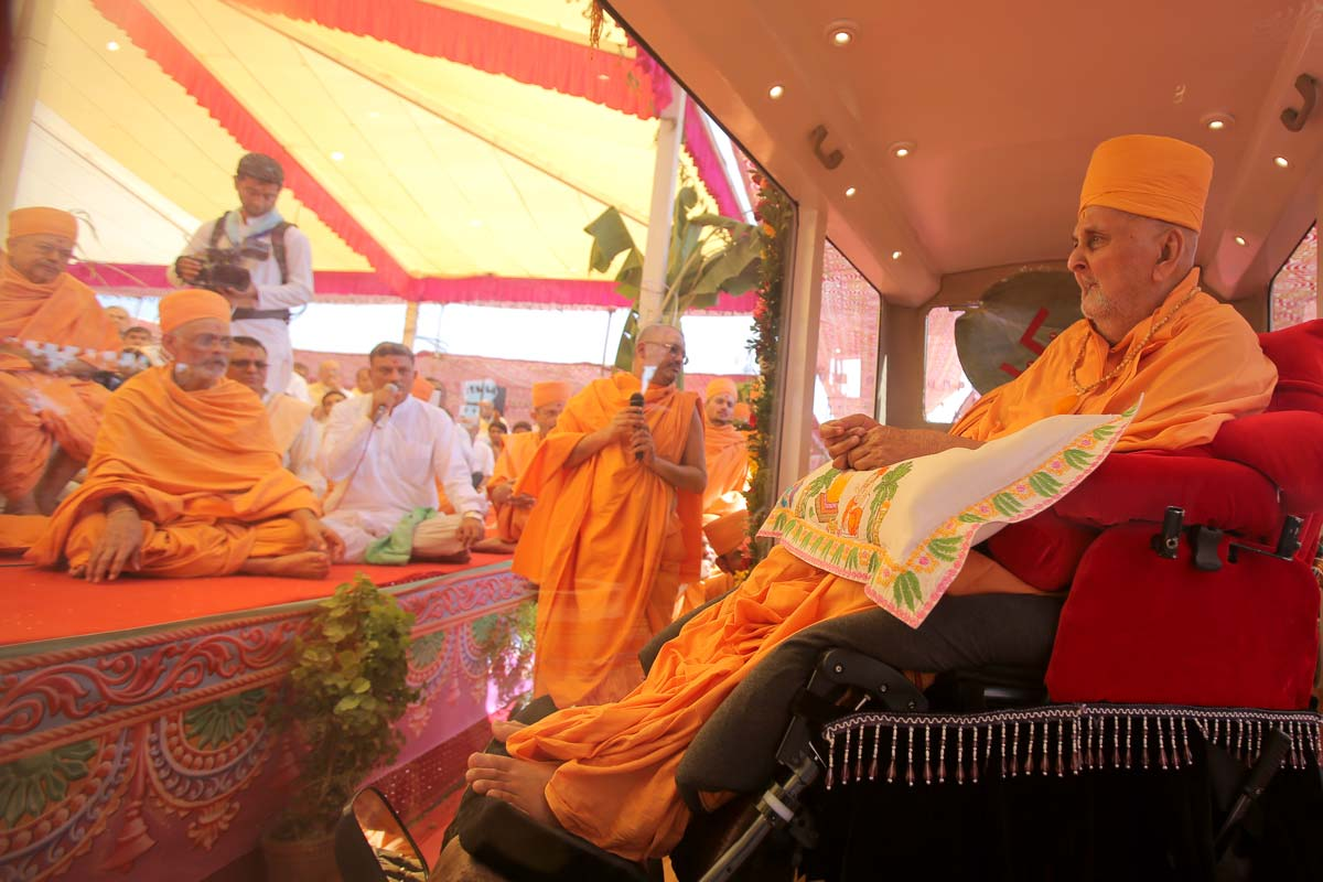 Swamishri during yagna rituals