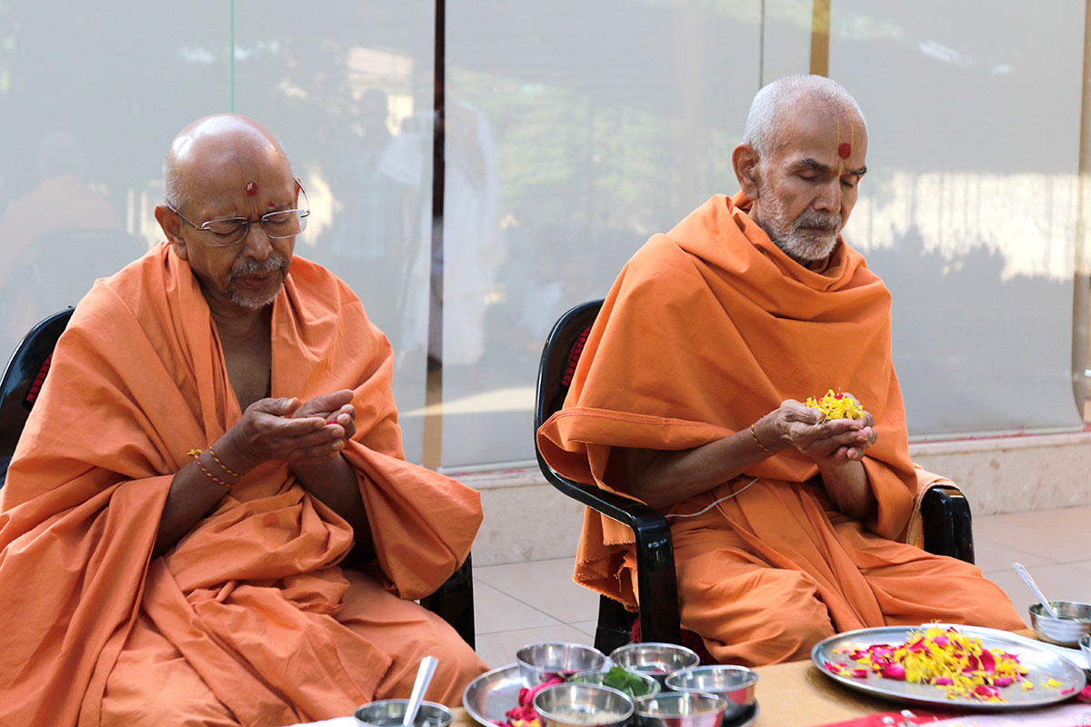 Mahapuja rituals being performed by Pujya Keshavjivan Swami (Pujya Mahant Swami) and Pujya Tyagvallabh Swami