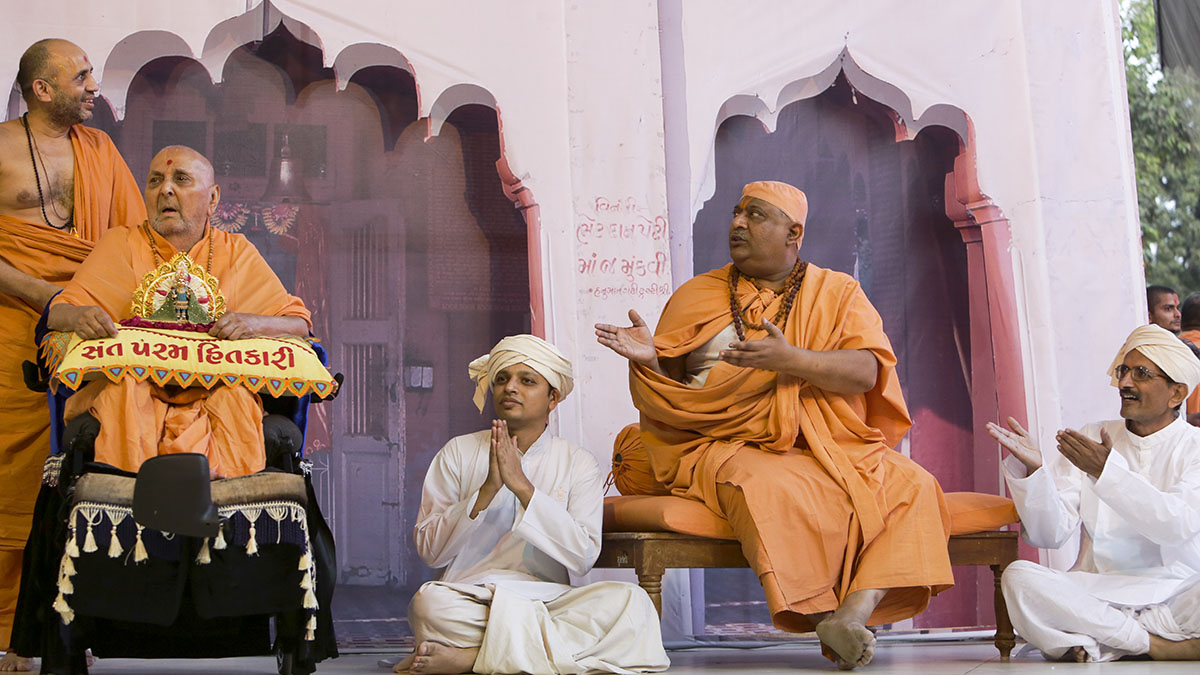A skit presentation before Swamishri (Hanuman Madhi in the background)