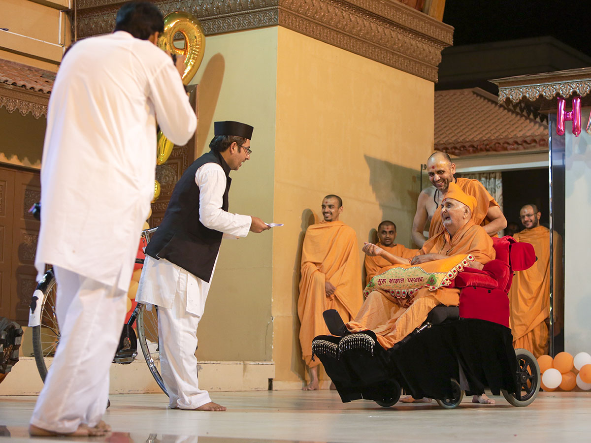 A skit presentation before Swamishri (Ravjibhai - cycle prasang)