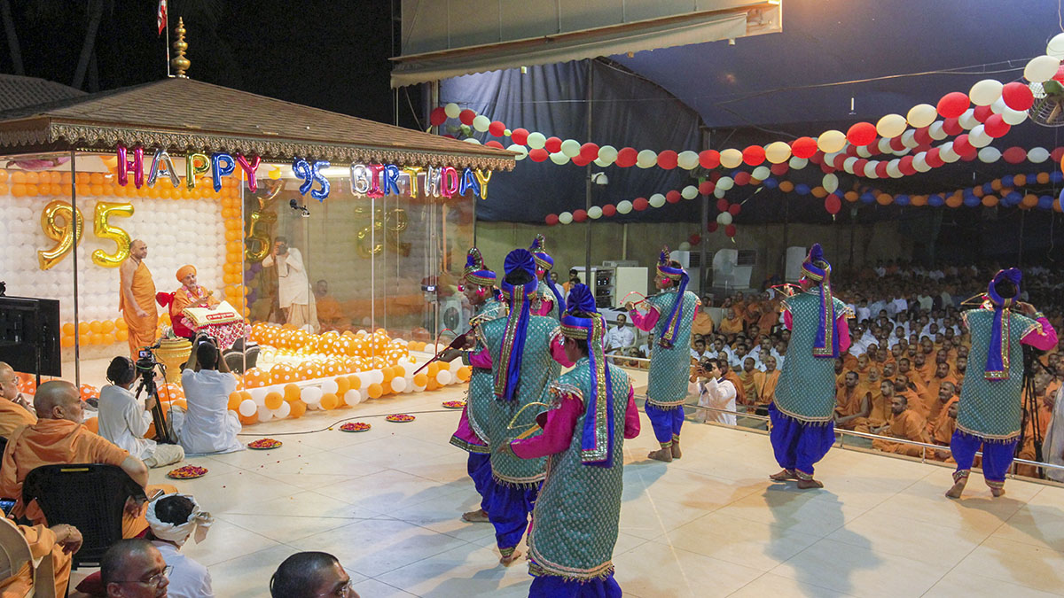 Cultural dance performance by Bhavnagar youths