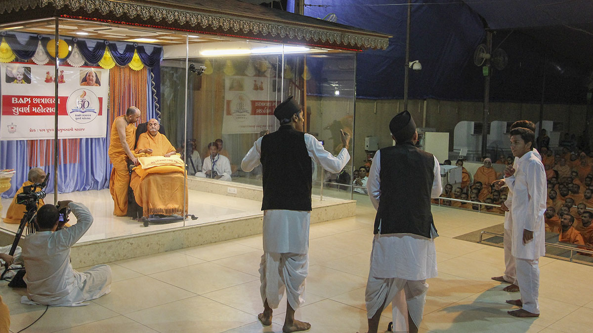 Students from BAPS Chhatralays perform a skit before Swamishri