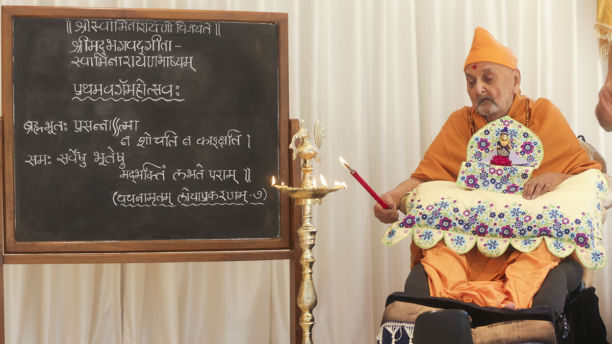 Swamishri inaugurates new Sanskrit class for sadhus