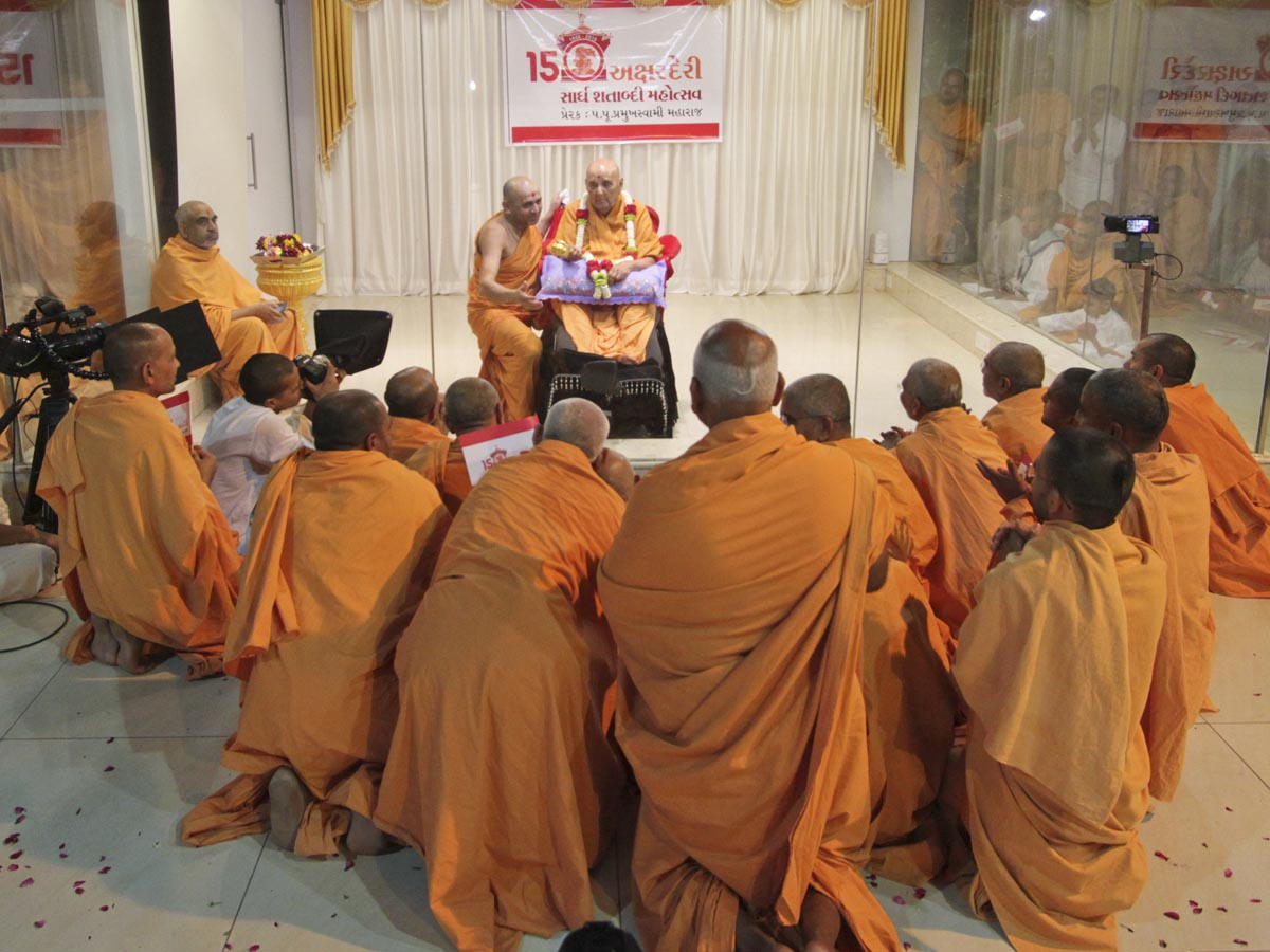 Sadhus from Gondal doing darshan of Swamishri