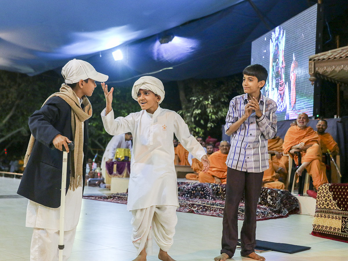 A skit presentation by children before Swamishri