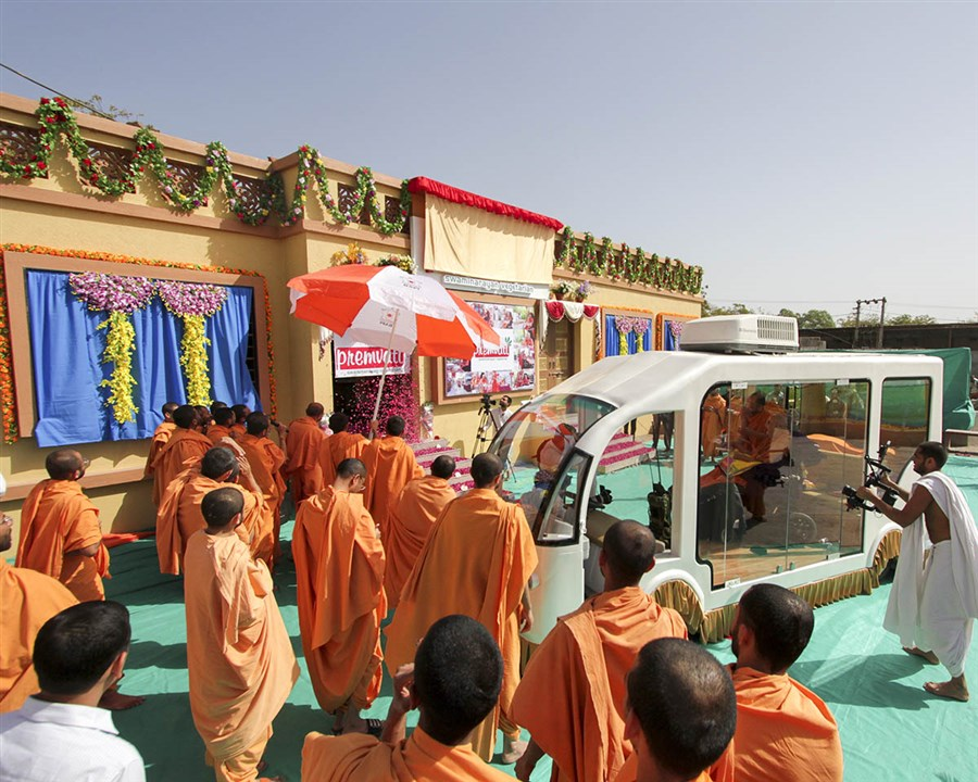 Swamishri inaugurates new building for 'Premvati'