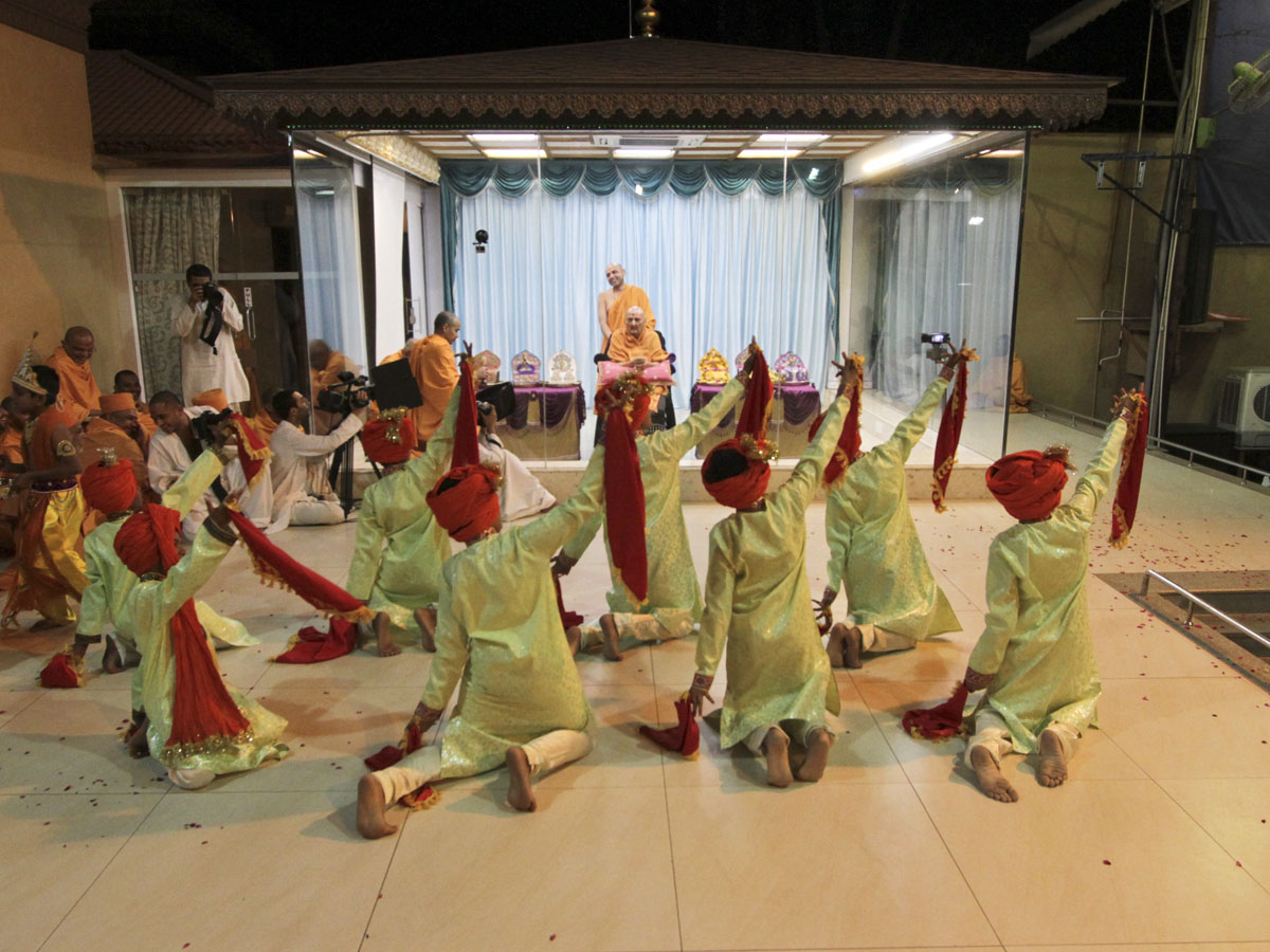 Children from Bhavnagar perform a cultural dance