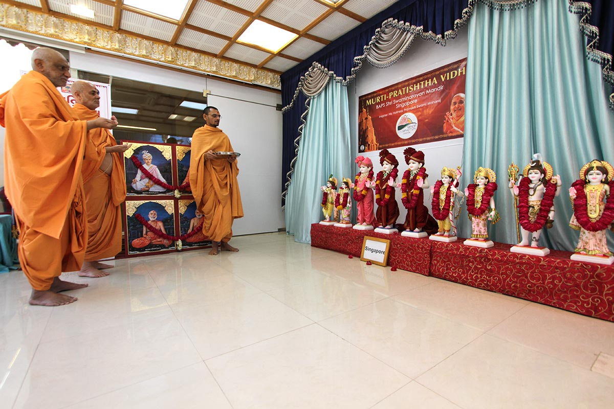 Senior sadhus performs pratishtha rituals of murtis for BAPS Shri Swaminarayan Mandirs, Singapore and Bajaranpura (Surendranagar)
