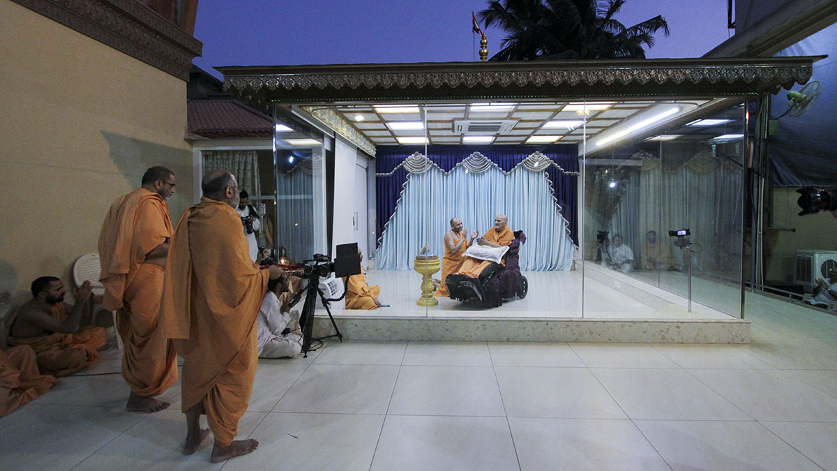 Senior sadhus doing arti of Thakorji in the evening