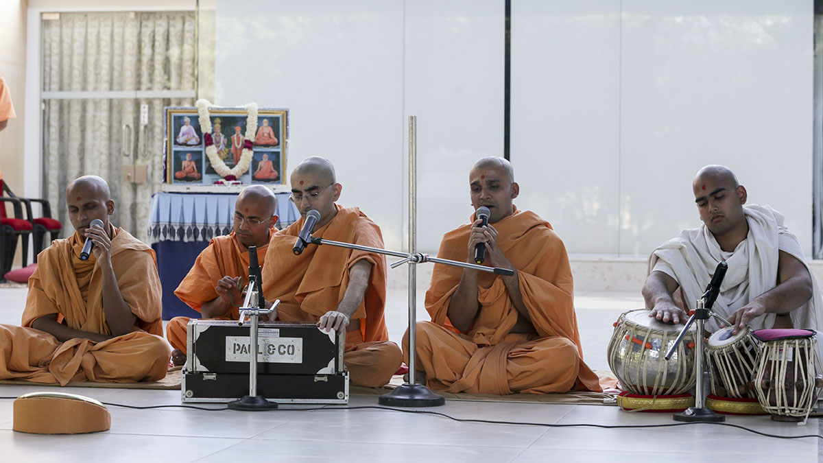 Sadhus perform kirtan bhakti in the evening volunteers' assembly