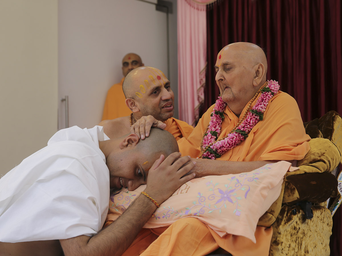 Swamishri blesses the newly initiated parshad