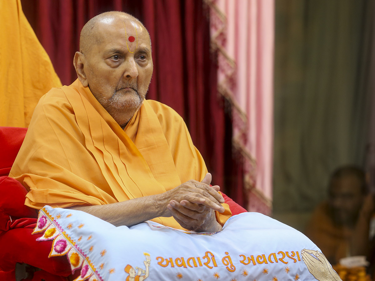 Swamishri during evening arti