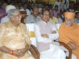 Pujya Keshavjivan Swami (Pujya Mahant Swami) with the CM of Madhya Pradesh, Shri Shivraj Singh Chouhan and Higher Education Minister, Shri Umashankar Gupta during the event