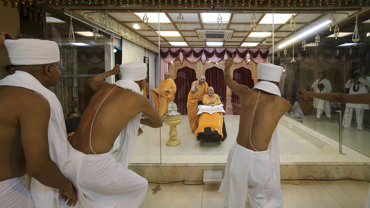Newly initiated parshads rejoice in front of Swamishri