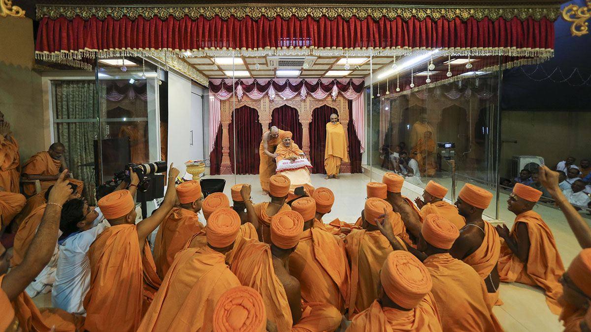 Swamishri blesses newly initiated sadhus
