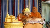 Swamishri performs arti of Thakorji