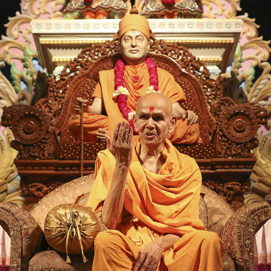 Param Pujya Mahant Swami delivers a discourse, 19 Aug 2016