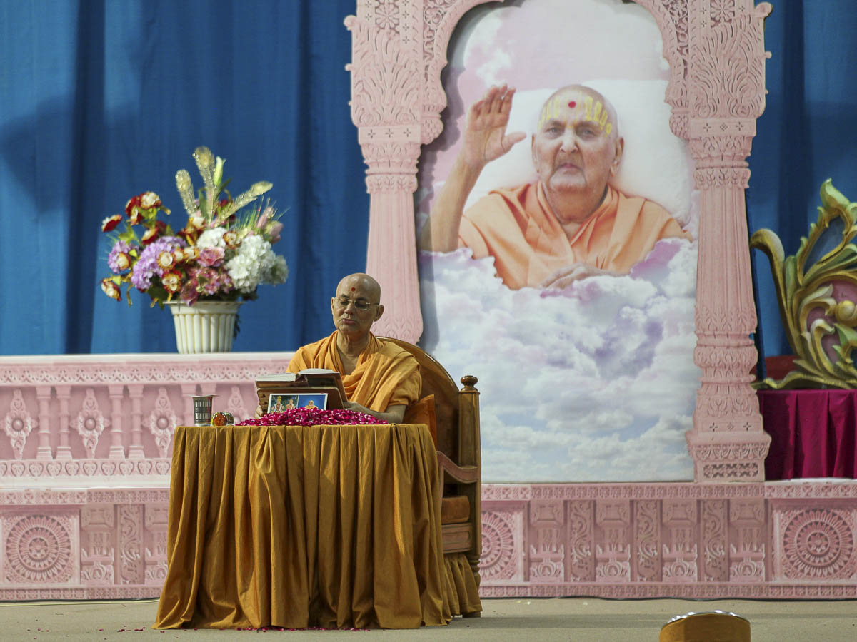 Pujya Viveksagar Swami performs Bhaktachintamani parayan in the morning in smruti of Pramukh Swami Maharaj, 19 Aug 2016