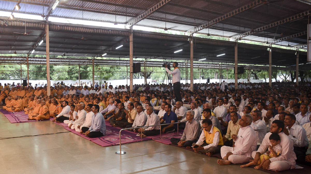 Sadhus and devotees during the assembly, 26 Aug 2016