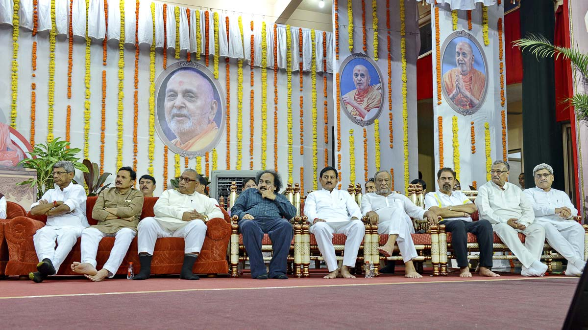 Dignitaries during the tribute assembly, 28 Aug 2016