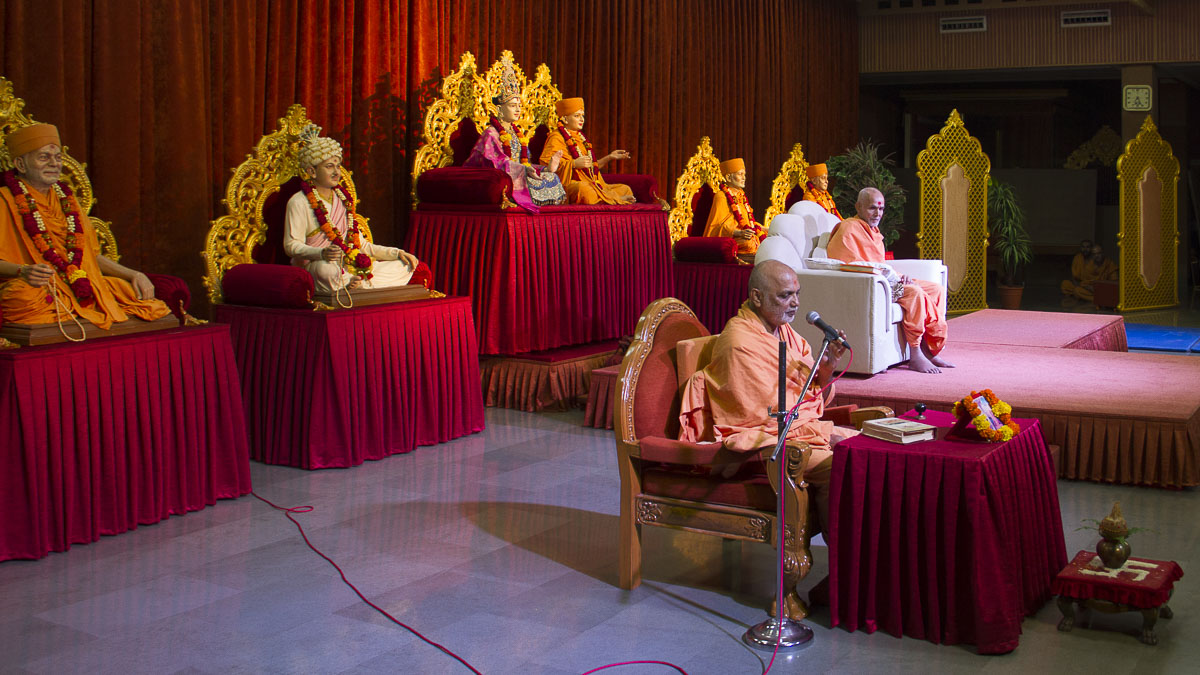Yagnapriya Swami performs parayan in the evening, 31 Aug 2016
