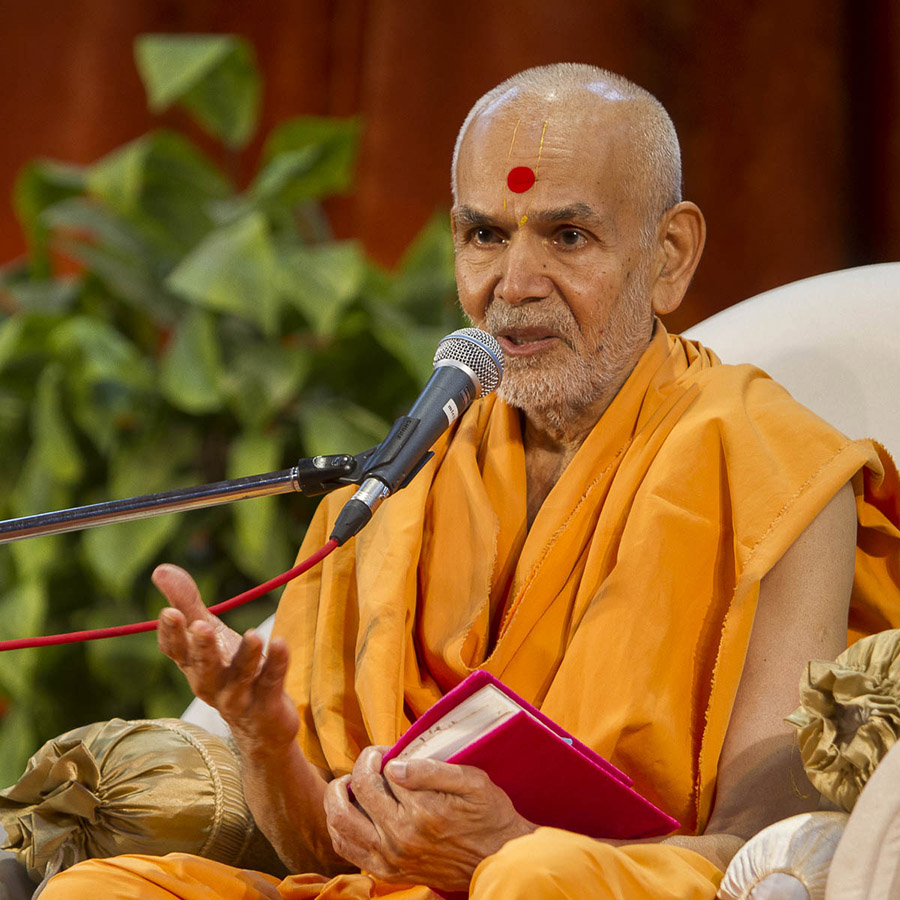Param Pujya Mahant Swami delivers a discourse, 3 Sept 2016
