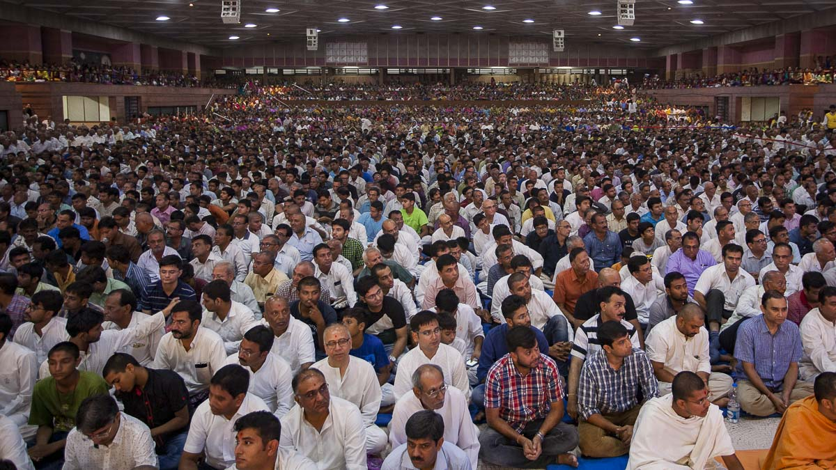 Devotees during the assembly, 4 Sep 2016
