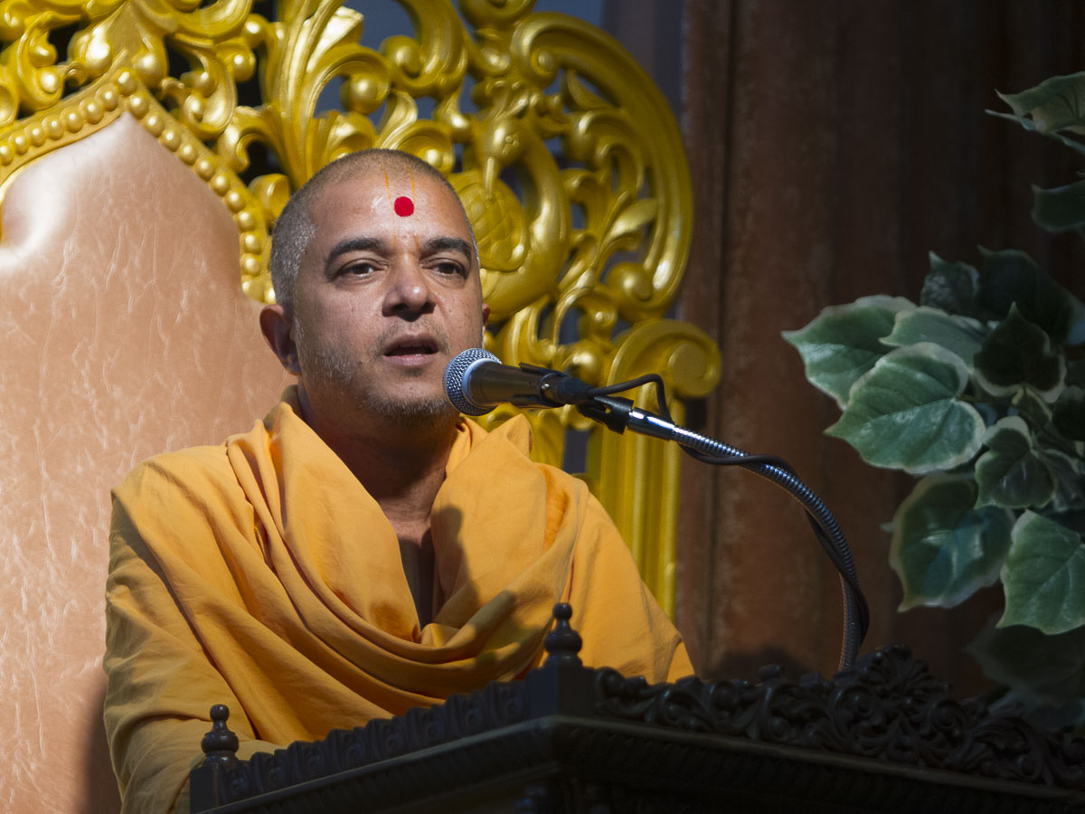 Brahmavihari Swami addresses the assembly, 4 Sep 2016