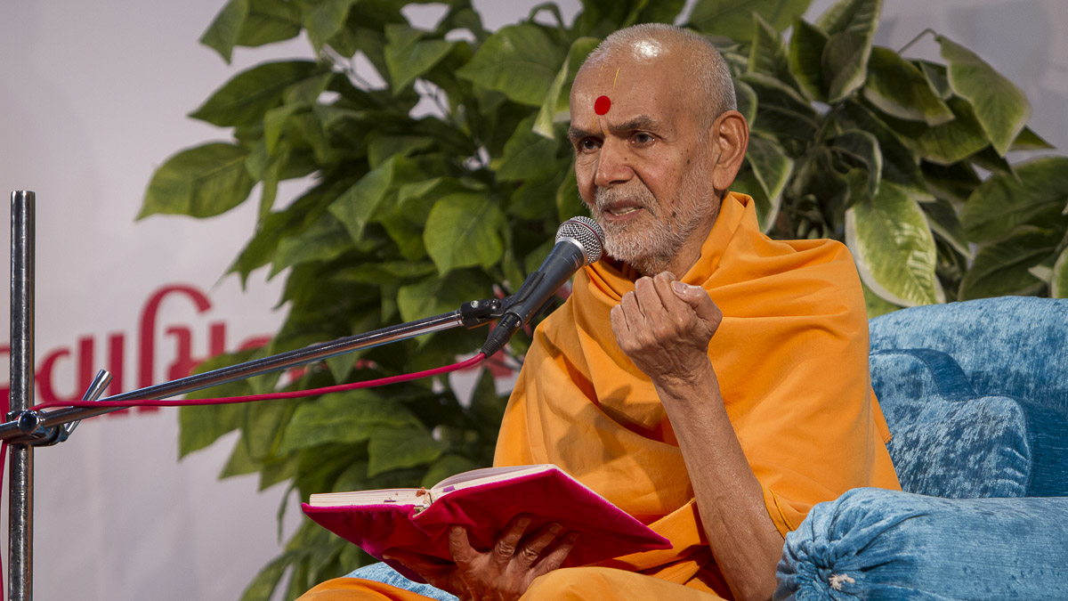 Param Pujya Mahant Swami delivers a discourse, 5 Sep 2016