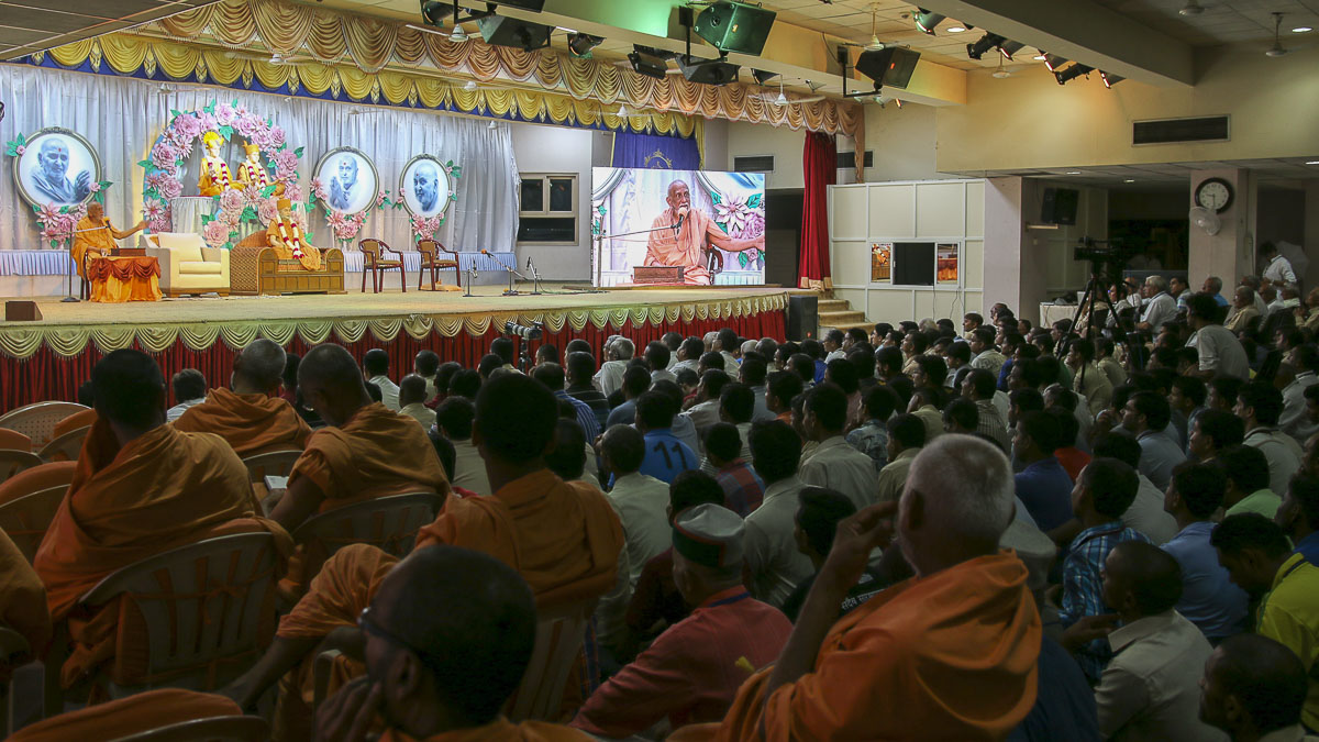 Atmaswarup Swami addresses the assembly, 7 Sep 2016