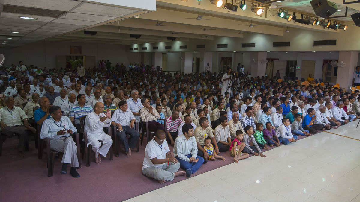 Devotees during the satsang assembly, 7 Sep 2016