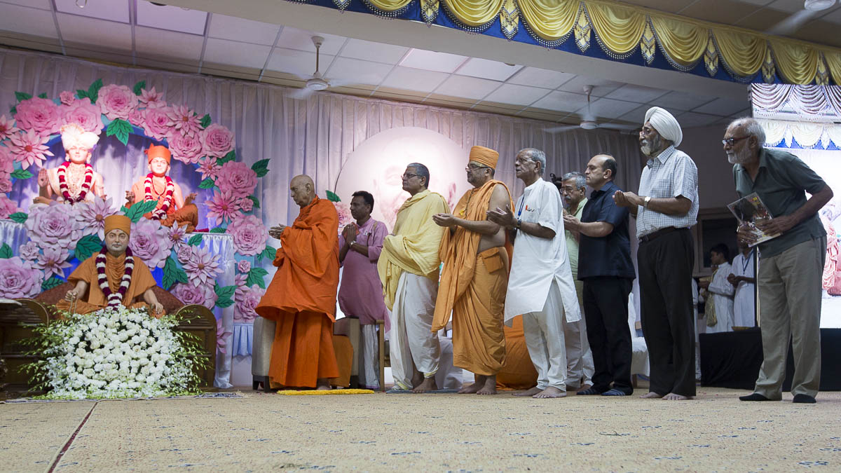 Dignitaries offer mantra pushpanjali, 8 Sep 2016