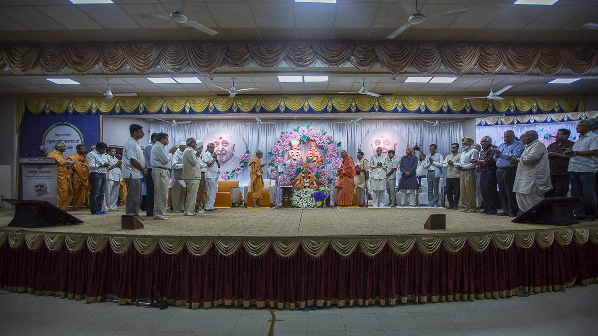 "<a href=""/News/2016/Tribute-Assembly-in-Honor-of-HH-Pramukh-Swami-Maharaj-10235.aspx"" target=""_blank"">Param Pujya Mahant Swami Maharaj and dignitaries during the tribute assembly - For further details</a>"