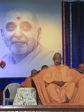 Pujya Swayamprakash Swami (Pujya Doctor Swami) addresses the assembly
